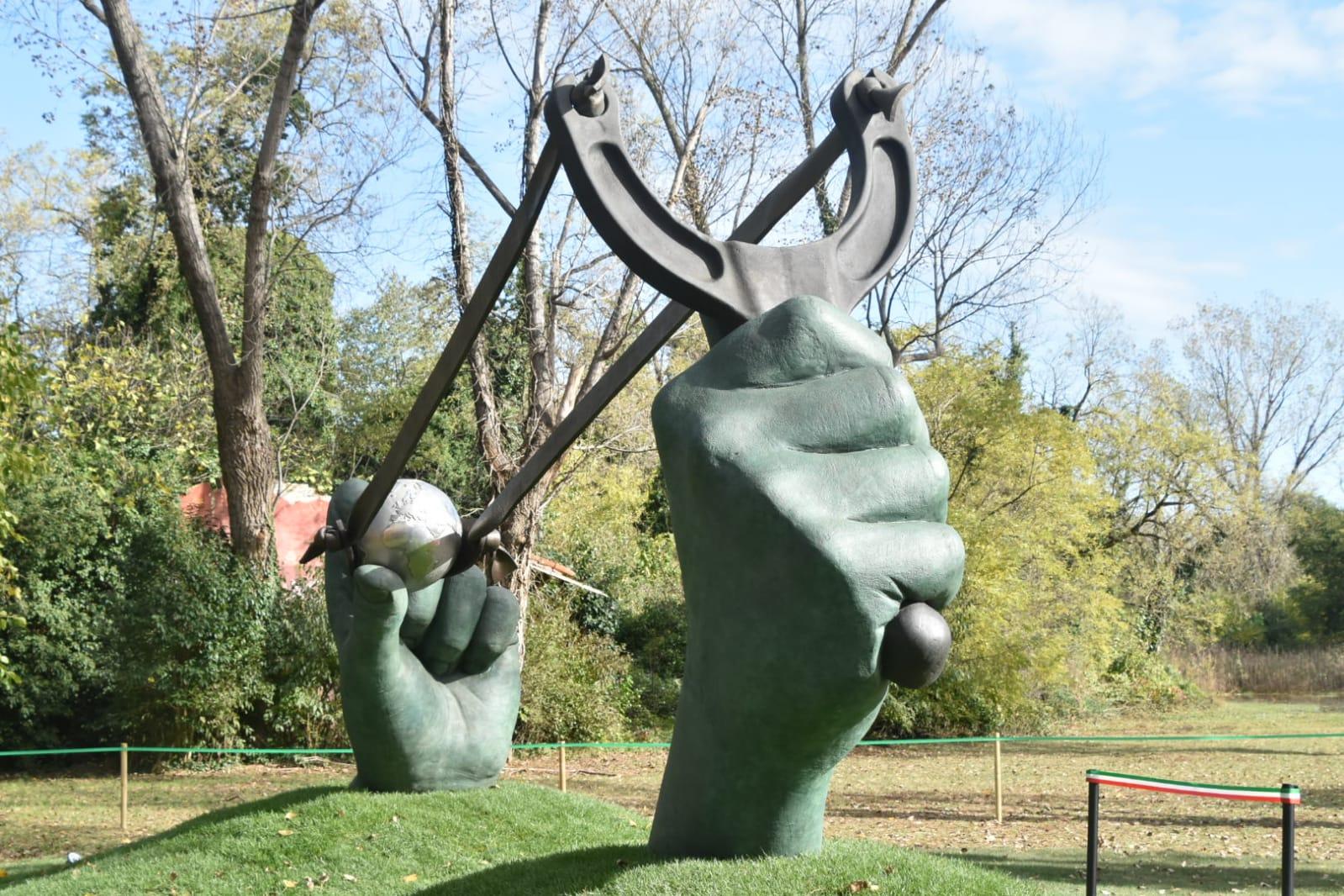 scultura Quinn