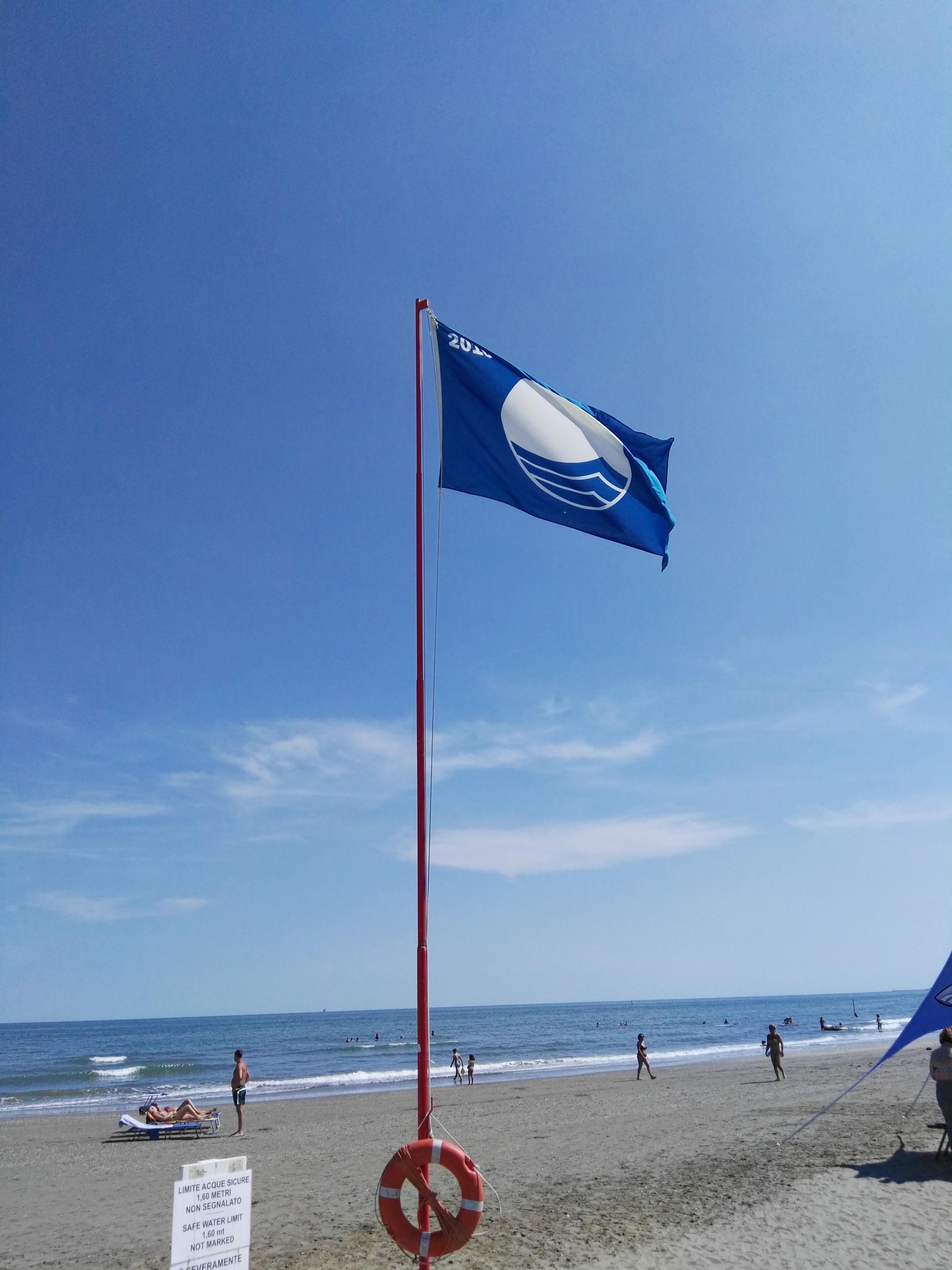 La Bandiera Blu sulla spiaggia di Venezia