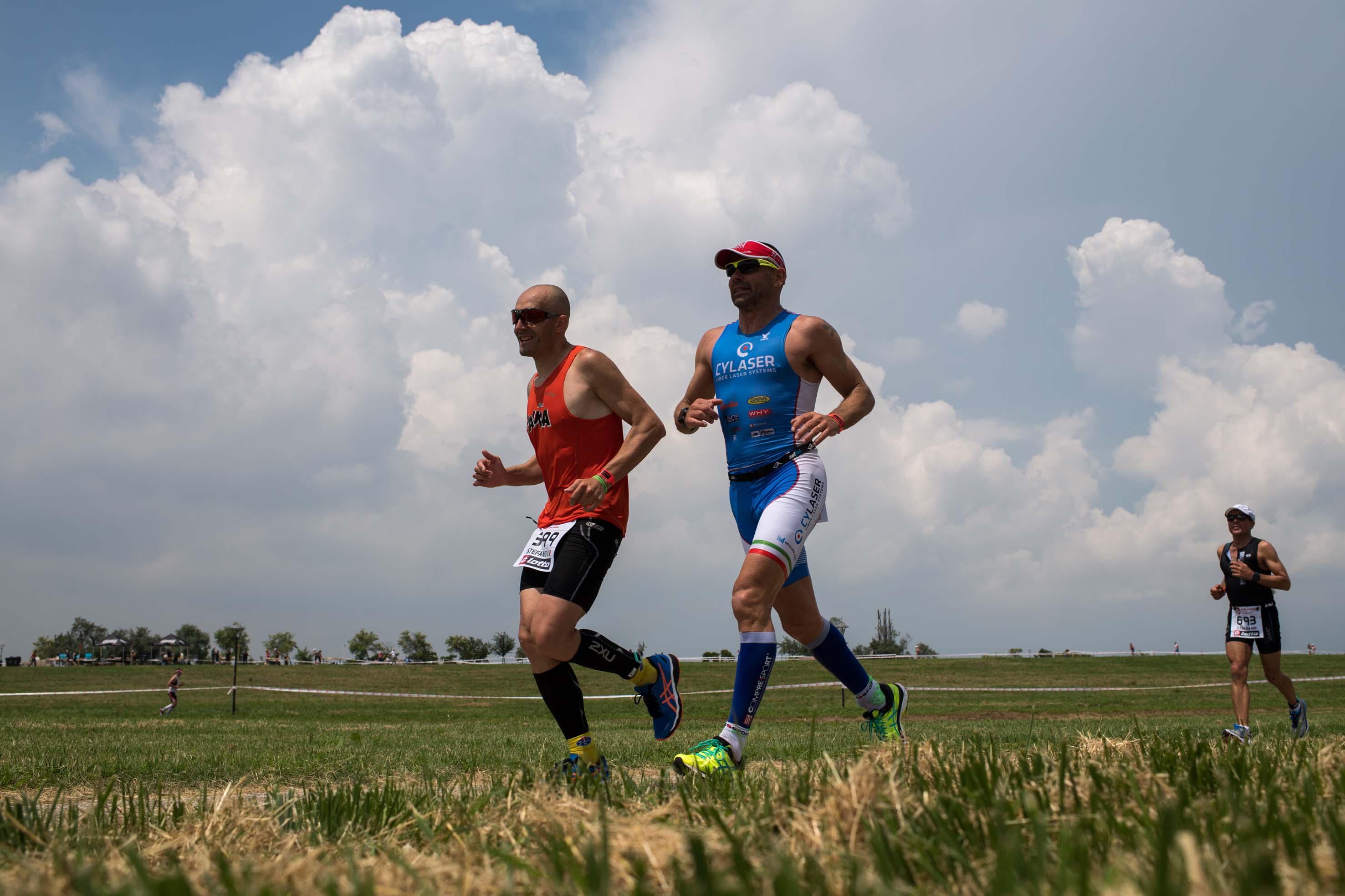 Atleti in corsa al Parco San Giuliano