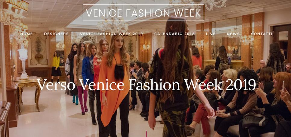 Immagine di una sfilata dal sito di Venice Fashion Week