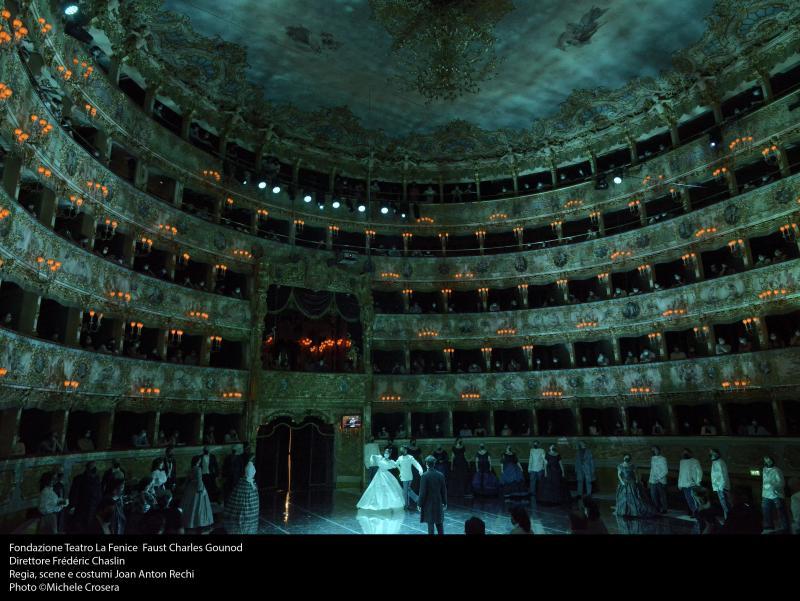 una scena del Faust alla Fenice