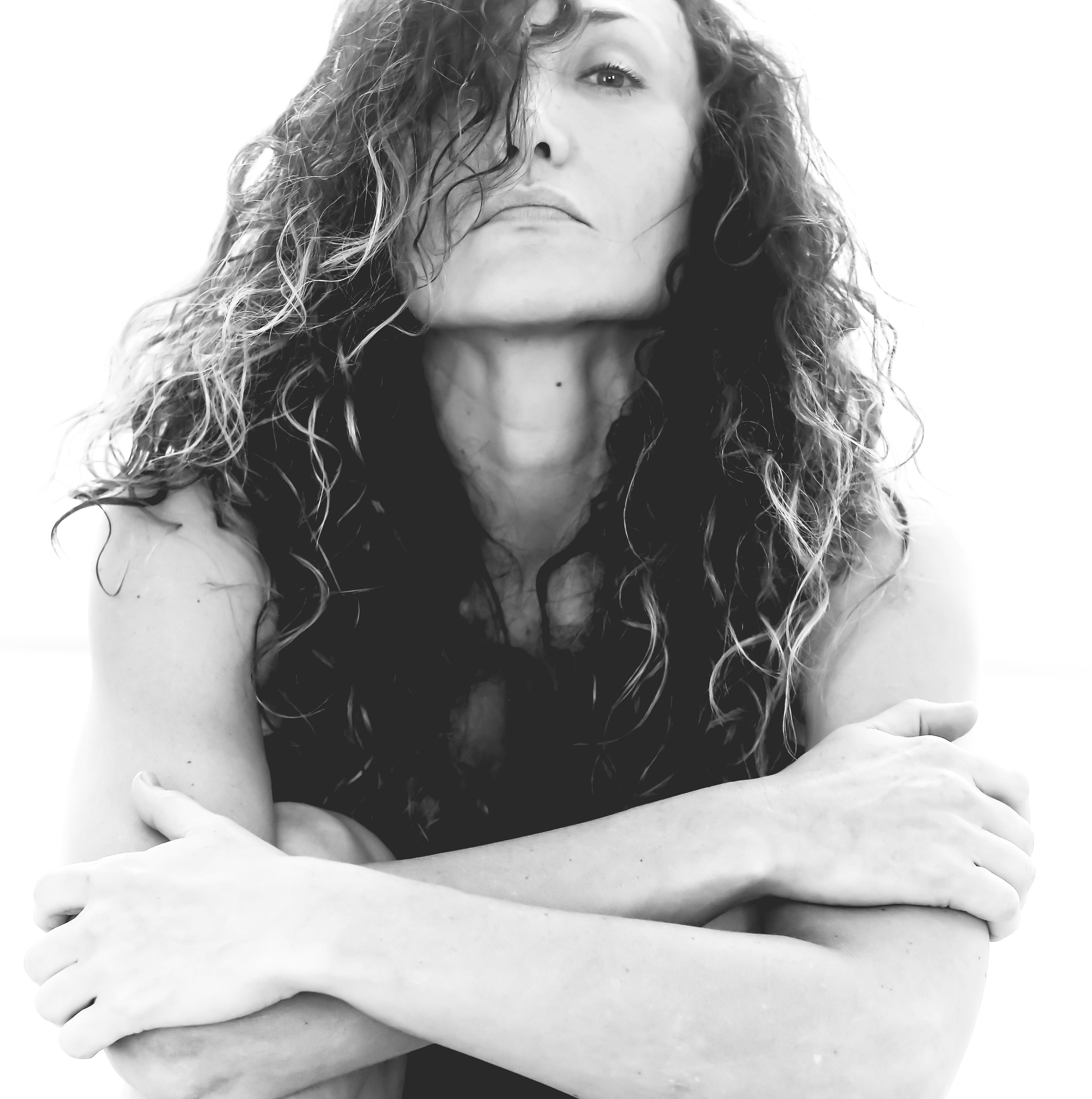 Primo piano in bianco e nero di Marina Rei
