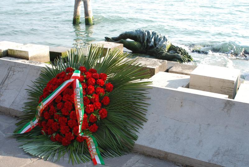 Il monumento alla Partigiana