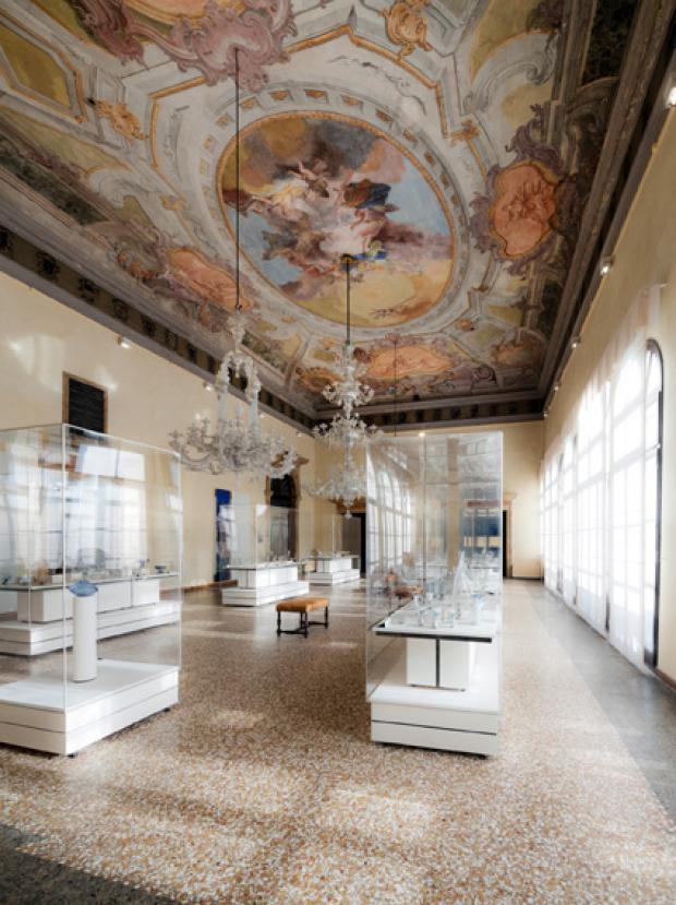Museo Del Vetro.La Giunta Accetta La Donazione Di 106 Opere In Vetro Che